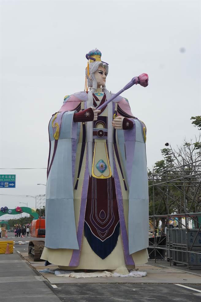 2017年雲林縣舉辦台灣燈會時也曾打造一尊8公尺高的素還真花燈。(周麗蘭攝)