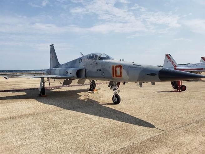 首架F-5N已飛抵帕特森河海軍航空站,將於當地進行ARTEMIS升級計畫的地面及飛行測試。(圖/美國海軍)