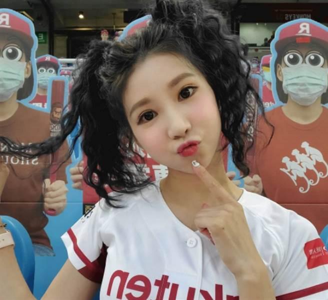 樂天桃猿專屬啦啦隊「Rakuten Girls」副隊長筠熹。(圖/ 摘自筠熹IG)