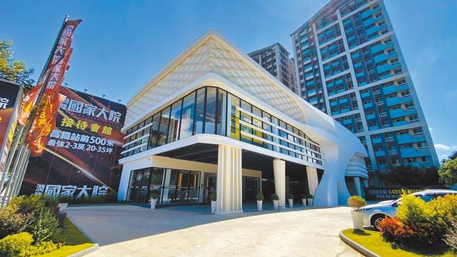 百億大案「潤隆國家大院」,位於高鐵青埔站第一排,2600坪基地三面臨路。(海悅提供)