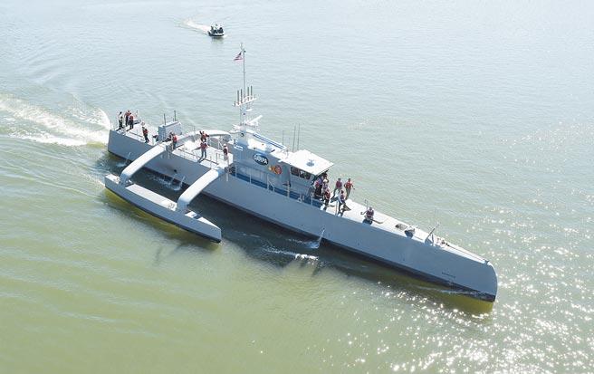 海獵號(Sea Hunter)是美國防高等研究計畫署(DARPA)的「持續追蹤反潛無人艦(ACTUV)」計畫的一部份。(摘自美國海軍官網)
