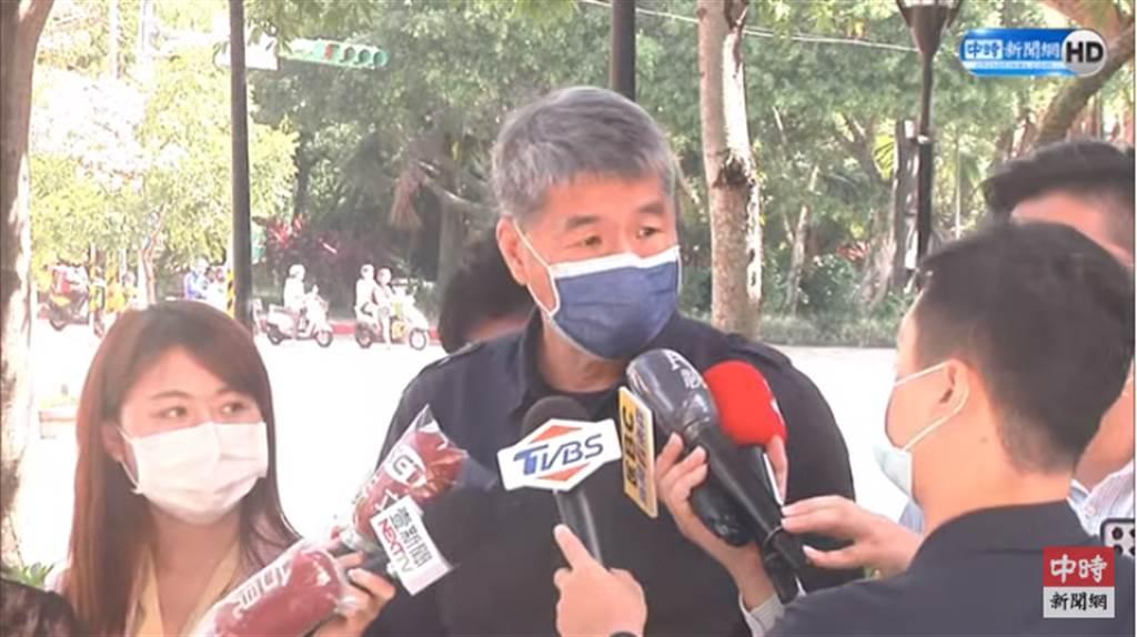 张亚中接受媒体联访。 (中时新闻网Youtube)