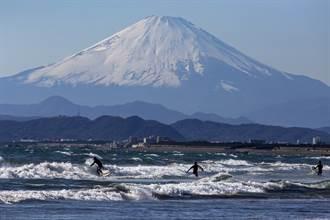 疫情下重新開山 日富士山登山客創新低