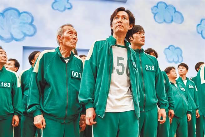 韓劇《魷魚遊戲》話題十足,對此一名網友以,台灣是否拍不出類似生存遊戲類型的戲劇為題發問,引發鄉民熱議。(圖/Netflix提供)