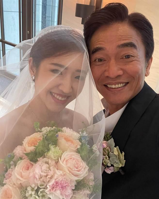 吳宗憲家裡再傳喜事,今年先將二女兒Vivian出嫁,明年傳Sandy也將跟隨妹妹腳步升格人妻。(圖/FB@吳宗憲)
