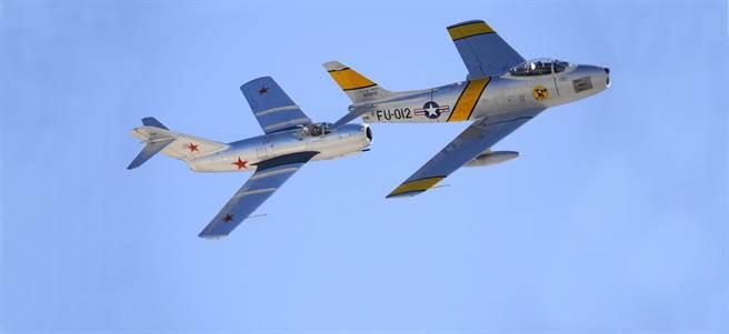 F-86與MiG-15在現在的航空展常一起登場,因為他們是韓戰時期的宿敵。(圖/warfarehistorynetwork)