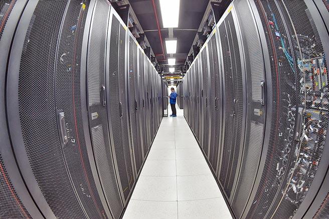 整合軟體技術與硬體設備的資料中心,更是雲端服務最為核心的環節。圖/中新社