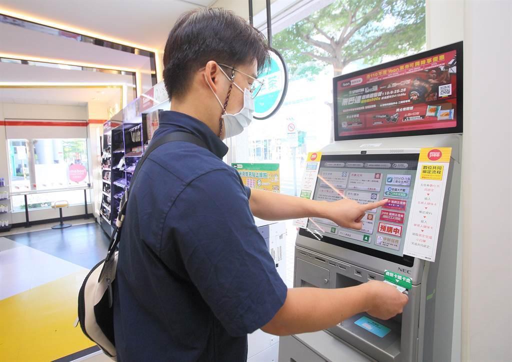 紙本五倍券開放預訂2天以來已大幅超車數位綁定,預訂人數已達585萬5,930人 。(資料照)