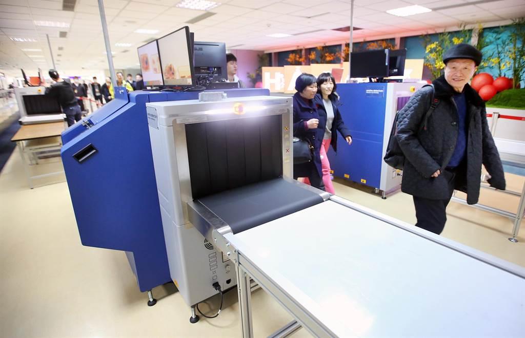 機場X光機採購再爆「收回扣」弊案 桃檢搜索航警局帶回15名官警 。圖中非該X光機。(示意圖/報系資料照)