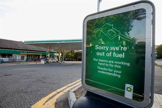恐慌購買影響 英國石油旗下1/3加油站缺貨