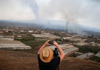 西班牙火山噴發後機場重啟 航班仍取消
