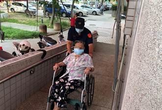 警幫推坐輪椅老人家打疫苗 熱心舉動盼引善循環
