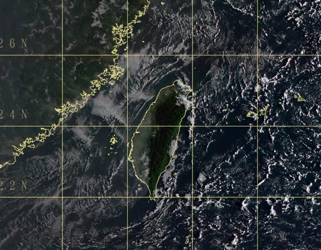 台灣地區今受東北風影響,迎風面局部地區有雨。(中央氣象局提供)