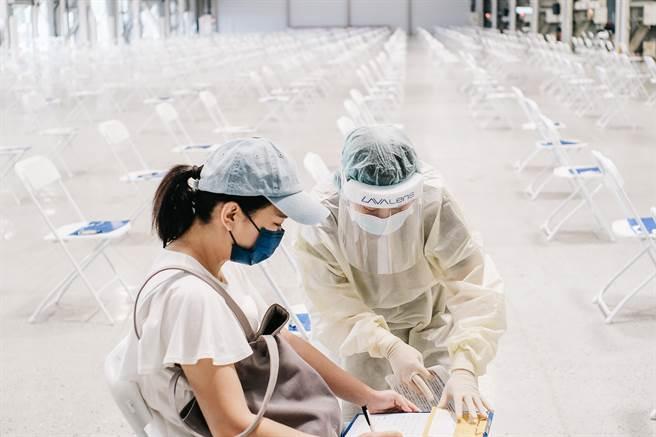 台灣人打最多的AZ疫苗,就南韓統計指出,保護力與莫德納不相上下。(郭吉銓攝)