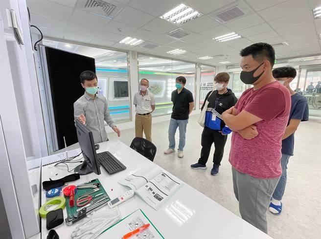 龍華科大類產業環境實作基地提供學子一站式實習,並培育相關技術種子師資。(龍華科大提供)