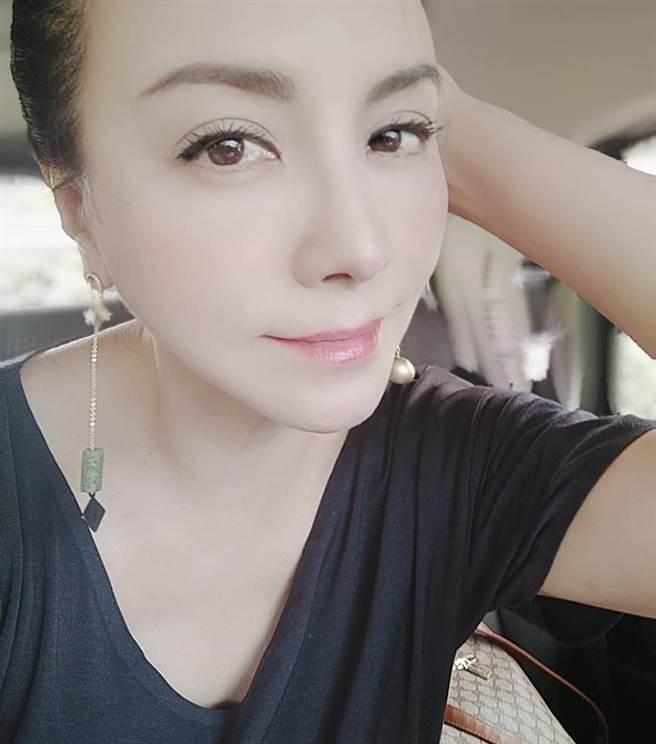 田麗54歲一樣很美。(圖/FB@田麗)