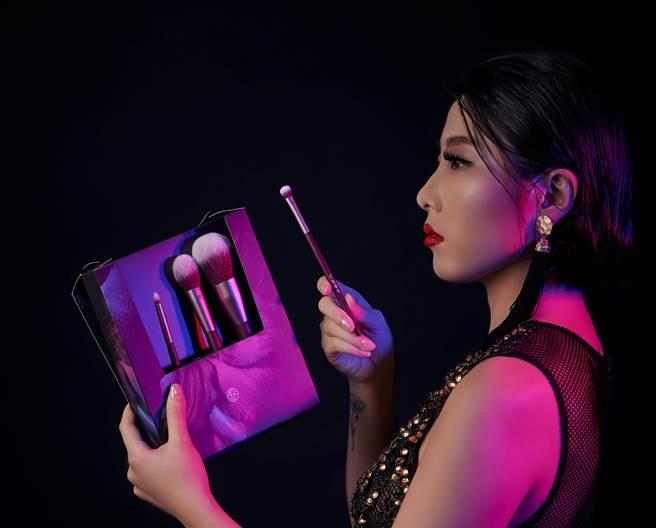 台灣本土品牌點胭脂、KAIBEAUTY、Poppy21罌粟狂想推出彩妝刷具,圖中為點胭脂「繁花似錦壹壹零」刷具組。(圖/品牌提供)