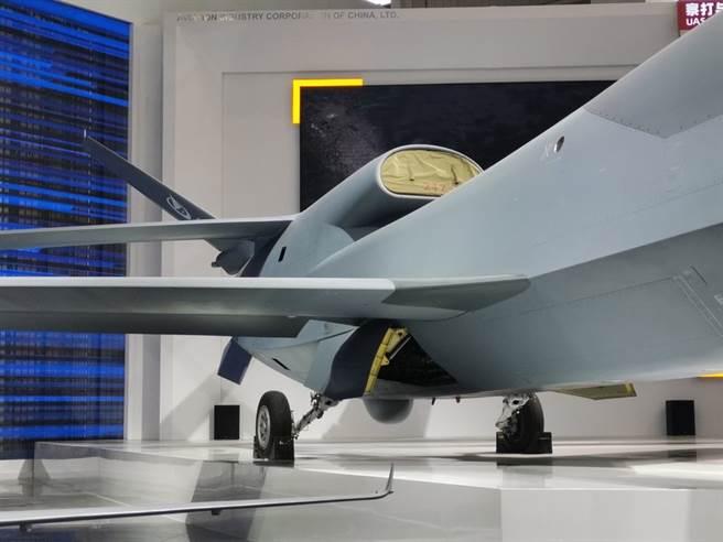 無偵-7採用比較少見的連接翼氣動佈局,整體上呈菱形,在增加滯空時間的同時還能提高飛行速度。(圖/澎湃新聞)