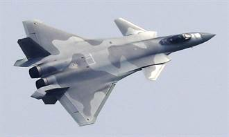 影》殲-20換裝自製心 珠海首亮相大秀實戰技能