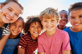 開卷書摘》找到與他人的共通點 教導孩子與他人建立融洽關係的重要原則