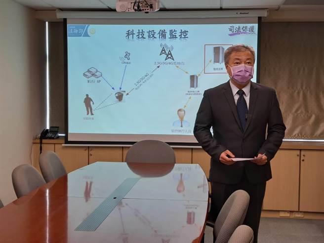 媒體報導性侵假釋犯監控離線120分鐘,法務部保護司副司長吳怡明28日嚴正澄清,指離線訊息是告警系統誤發,監控系統實際上仍在運作。(黃捷翻攝)