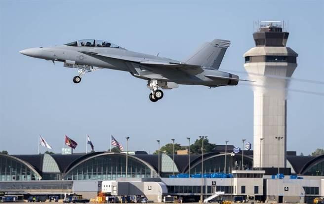 波音9月已交付美海軍頭兩架第3批次F/A-18「超級大黃蜂」(Super Hornet)戰機。(Eric Shindelbower/波音)
