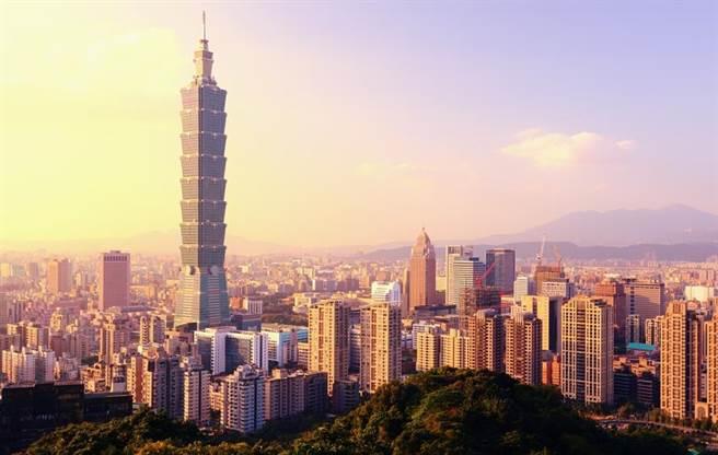 台灣物價排世界第九高,但薪水卻很低,讓不少網友大嘆,真的是鬼島,連牛奶都快喝不起。(圖/Shutterstock)
