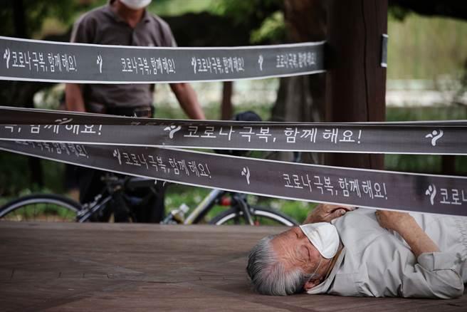 韓國規劃10月底至11月初開始逐步開放恢復日常生活。(圖/路透社)