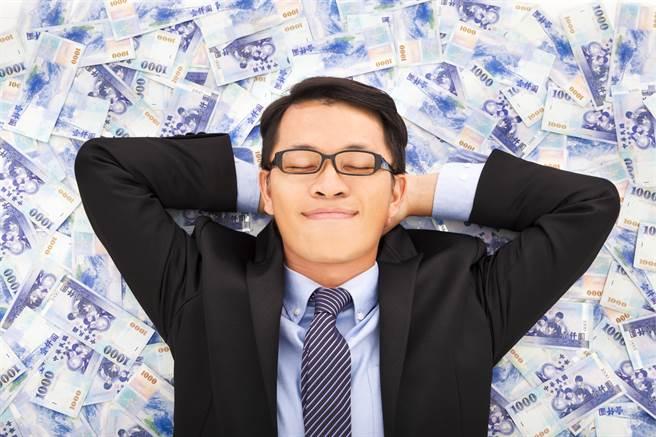 「清水孟國際塔羅」小孟老師分享10月財運上漲的4生肖,下個月事業準備發達。(示意圖/達志影像)