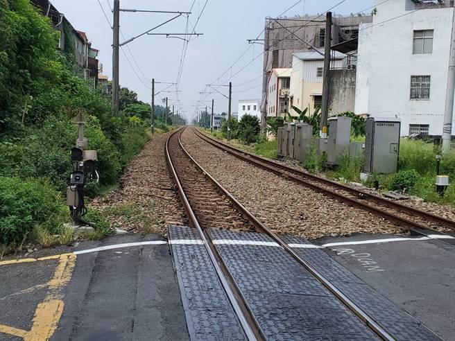 斗六市區鐵路高架化預估沿線7.1公里往外拓寬10至15公尺。(周麗蘭攝)