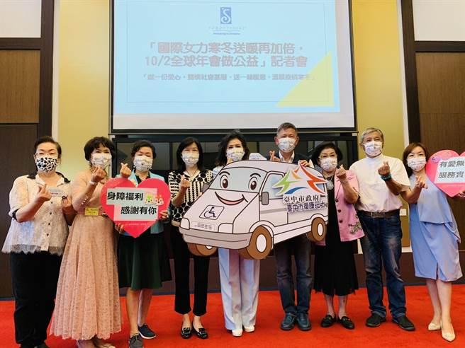 台中市從今年至9月,社會善心人士及企業團體捐贈市府的小型復康巴士總數達33輛。(陳世宗攝)