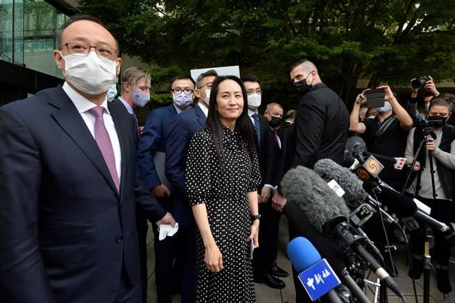 華為前財務長孟晚舟在遭加拿大逮捕後1028天候,以不認罪、緩起訴的方式獲釋,並於25日返回中國。(圖/路透)