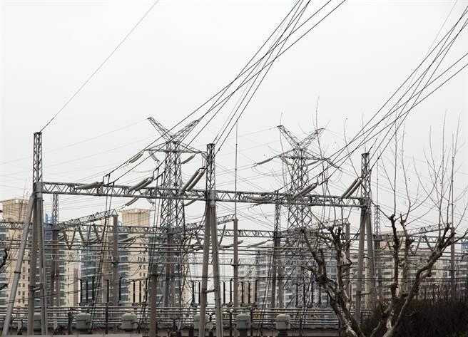 大陸限電引發企業停工潮。(圖/shutterstock)