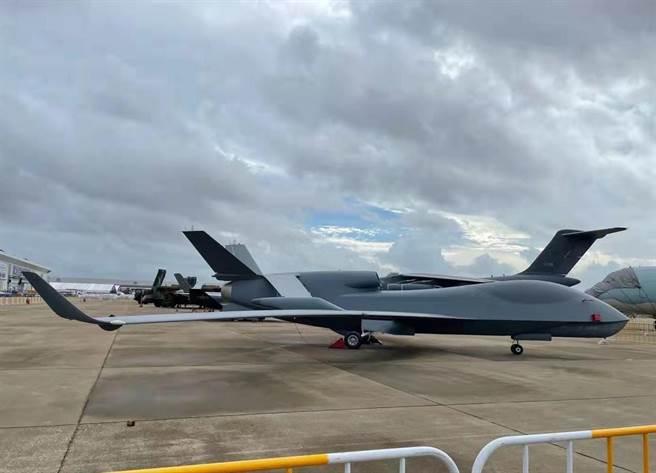 高空高速戰略偵察機無偵-7首次在航展公開亮相。(圖/央視)