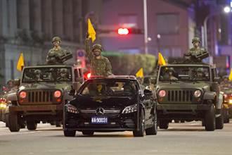 國慶預演新賓士前導車首登場 憲兵重機隊隨行