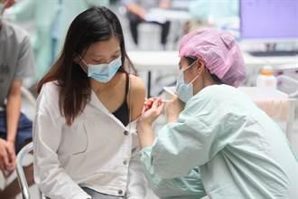 醫護日抽300支疫苗「手呈雞爪狀」醫斷言:BNT會再出包