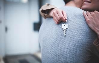 男友為買房不過節 她喝星巴克秒噴淚:這樣省值得嗎?