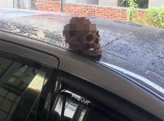 鄰居嚇壞!街友住廢墟遭警趕 他疑鄰居檢舉竟徒手挖墳盜頭骨放門前