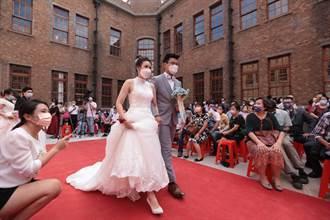 基隆聯合婚禮今登場 50對新人戴口罩步紅毯難掩喜悅