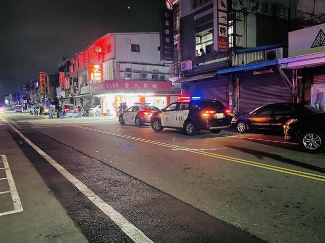 台東市新生路29日凌晨1點許發生交通事故及鬥毆事件。(張姓民眾提供/蔡旻妤台東傳真)