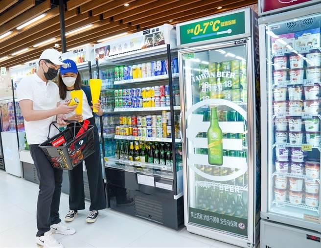 家樂福青埔店鄰近桃園國際棒球場,設計整排的冰鎮啤酒島滿足民眾看球採購,或年輕族群派對需求。(家樂福提供)(未滿18歲請勿飲酒)