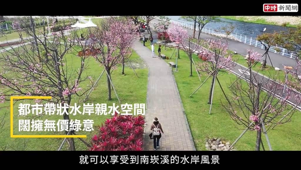 福鄉心匯位於小檜溪重劃區,步行即能即能享受南崁溪的水岸風景,深受在地人及外來客喜愛。(圖/截取自youtube)