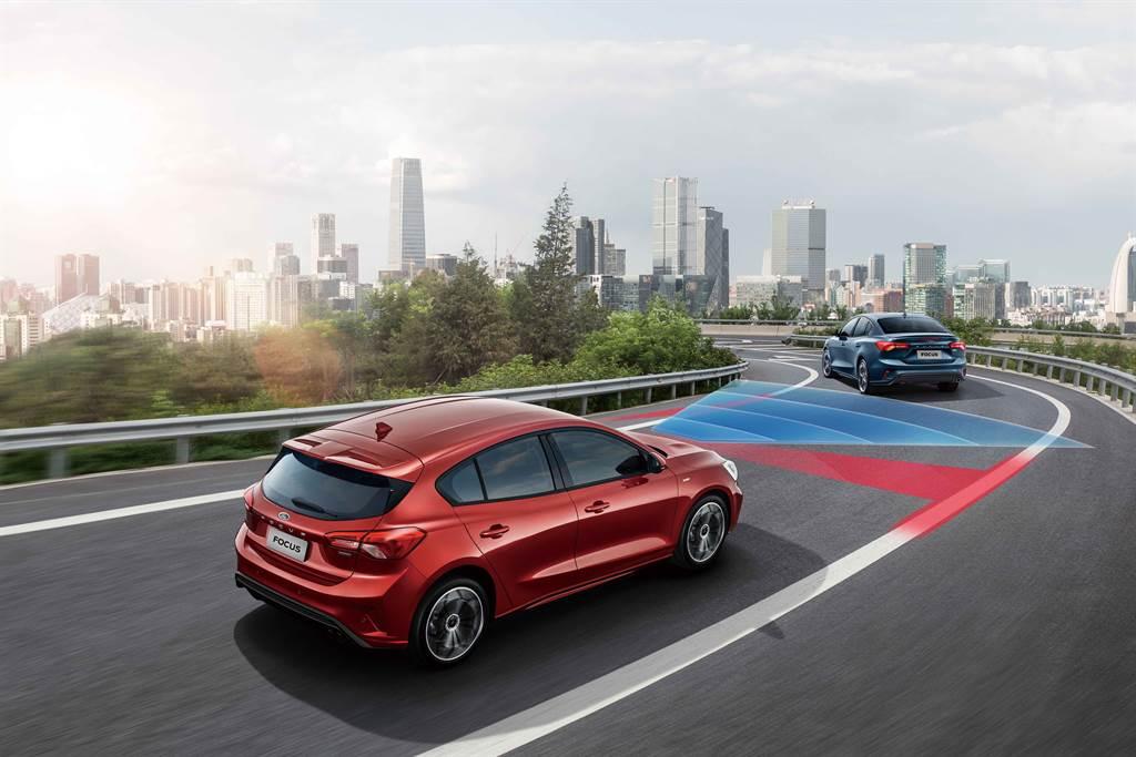 Ford Co-Pilot360™全方位智駕科技輔助系統同時擁有能夠控制橫向及縱向的駕駛系統,幫助駕駛能夠更安全、更自信地行駛於繁忙的交通路況。(圖/福特六和提供)