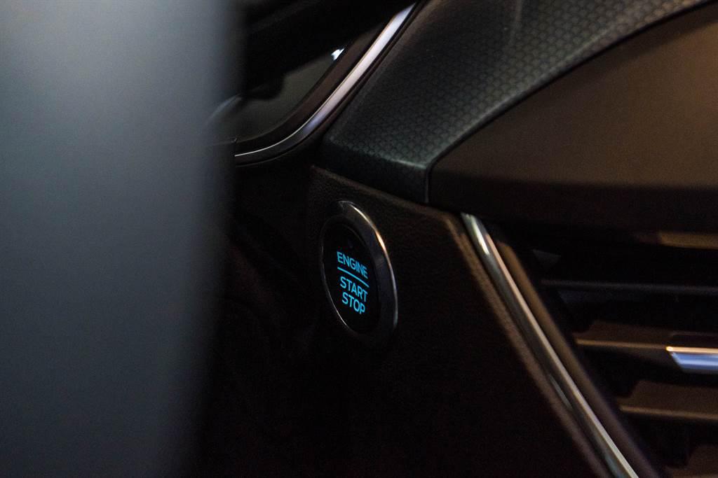 Focus Active除增加LED頭燈外,另加入原先好動版所缺少的Keyless、Push Start系統,增進用車便利性。(圖/陳彥文攝)