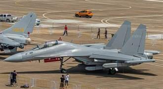 頭條揭密》殲16D電子戰機肩負攻台重任 功能強過百枚東風導彈