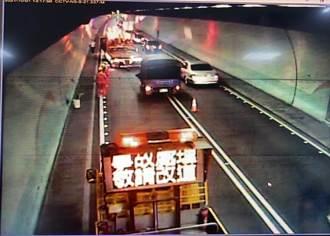 雪隧3車連環撞無人傷亡 卻因「照明燈具」車流狂塞一度回堵