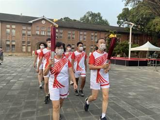 台南成大復辦全大運 40年前火炬手回校傳聖火