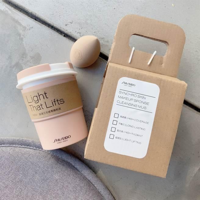 奶茶刷具清潔杯、奶茶澎澎美妝蛋。(邱映慈攝)