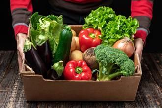 小農情侶檔用臉書便宜賣蔬果 真相扯爆! 菜全是偷來的