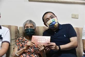 侯友宜拜訪百歲人瑞 阿嬤脫口喊「選總統」驚人背景曝光